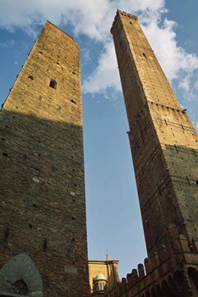 Die zwei schiefen Türme von Bologna
