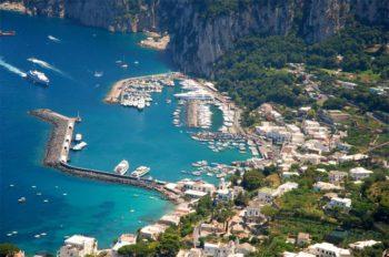 Blick auf den Hafen von Capri