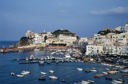 Die kleine Insel Ponza in Italien